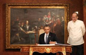 """U.S. President Barack Obama's inscription in the official guestbook of Malacañan Palace: """"I thank President Aquino and the people of the Philippines welcoming me. May America's oldest alliance in Asia always be renewed by our friendship and mutual respect."""""""