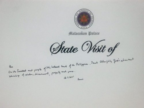"""Here's what Pope Francis wrote on the Palace's guest book: """"On the President and people of this beloved land of the Philippines, I ask Almighty God's abundant blessings of wisdom, discernment, prosperity and peace. 16.1.2015. Francis."""""""