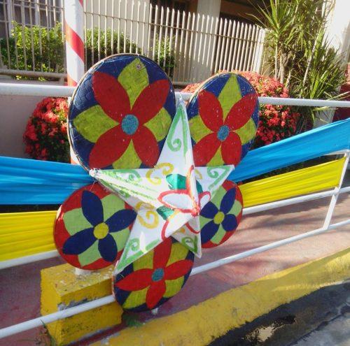 Sidewalk Christmas decor